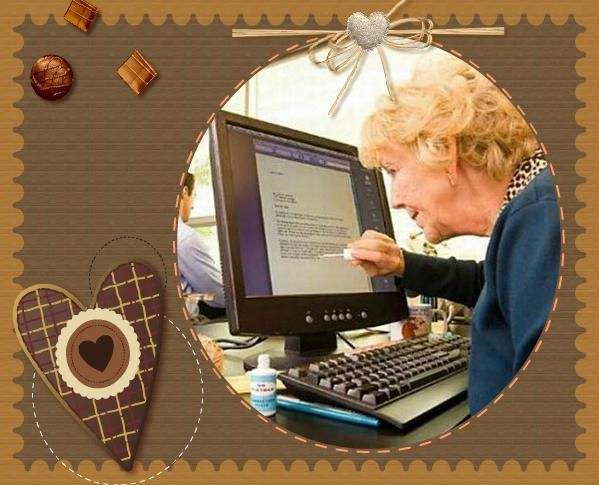 une blonde devant son ordinateur qui corrige ses fautes. Black Bedroom Furniture Sets. Home Design Ideas
